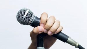 今の流行り曲から昭和の楽曲まで幅広く歌えるようにしておこう。